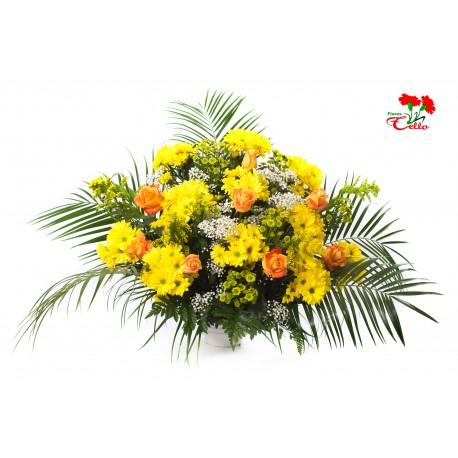 Centro de margaritas y rosas amarillas