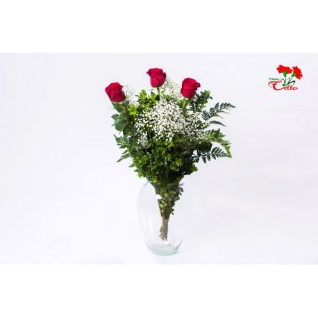 3 rosas rojas arregladas